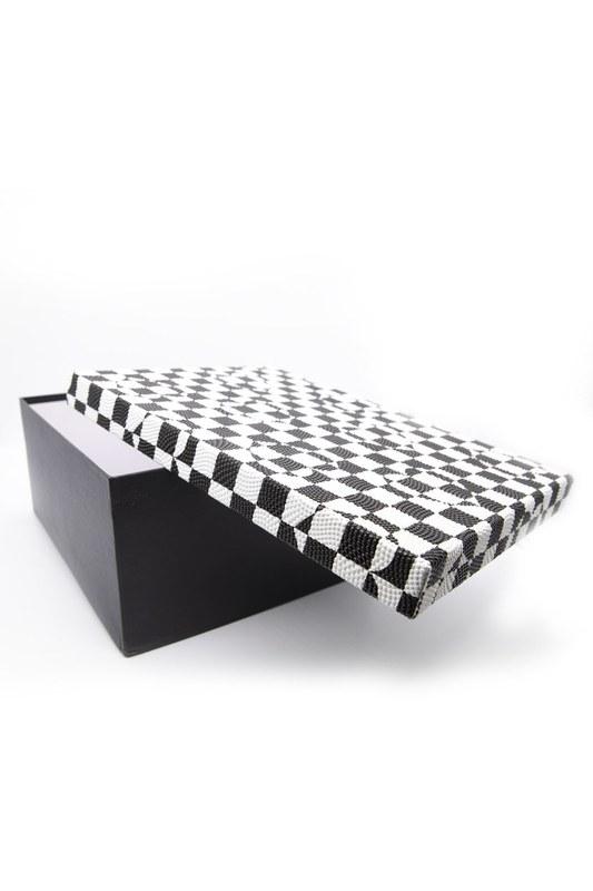 Siyah Beyaz Kare Kutu (18X26)