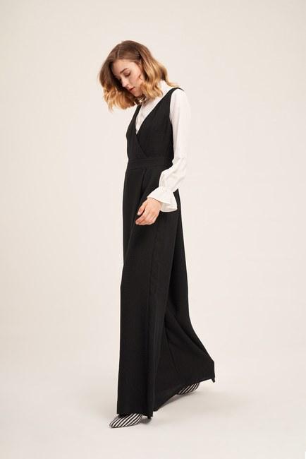 Mizalle - Sleeveless Textured Jumpsuit (Black) (1)