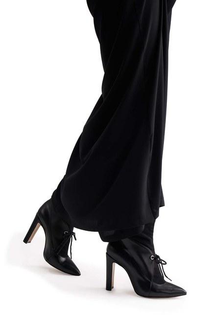 MIZALLE أحذية بكعب مفصل من جلد الغزال (أسود)