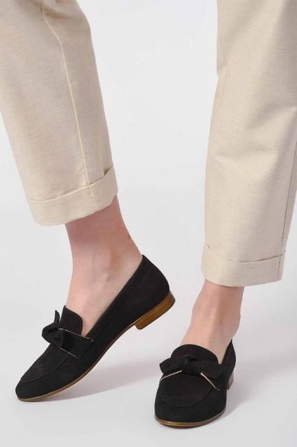 MIZALLE - حذاء من جلد الغزال مع ربطة (أسود) (1)