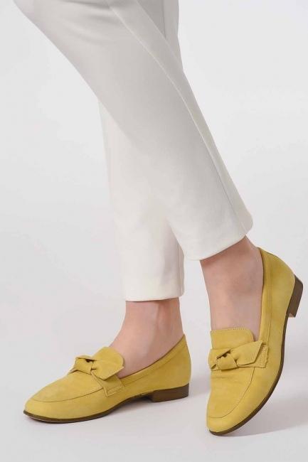 MIZALLE - حذاء من جلد الغزال مع ربطة (أَصْفَرُ) (1)