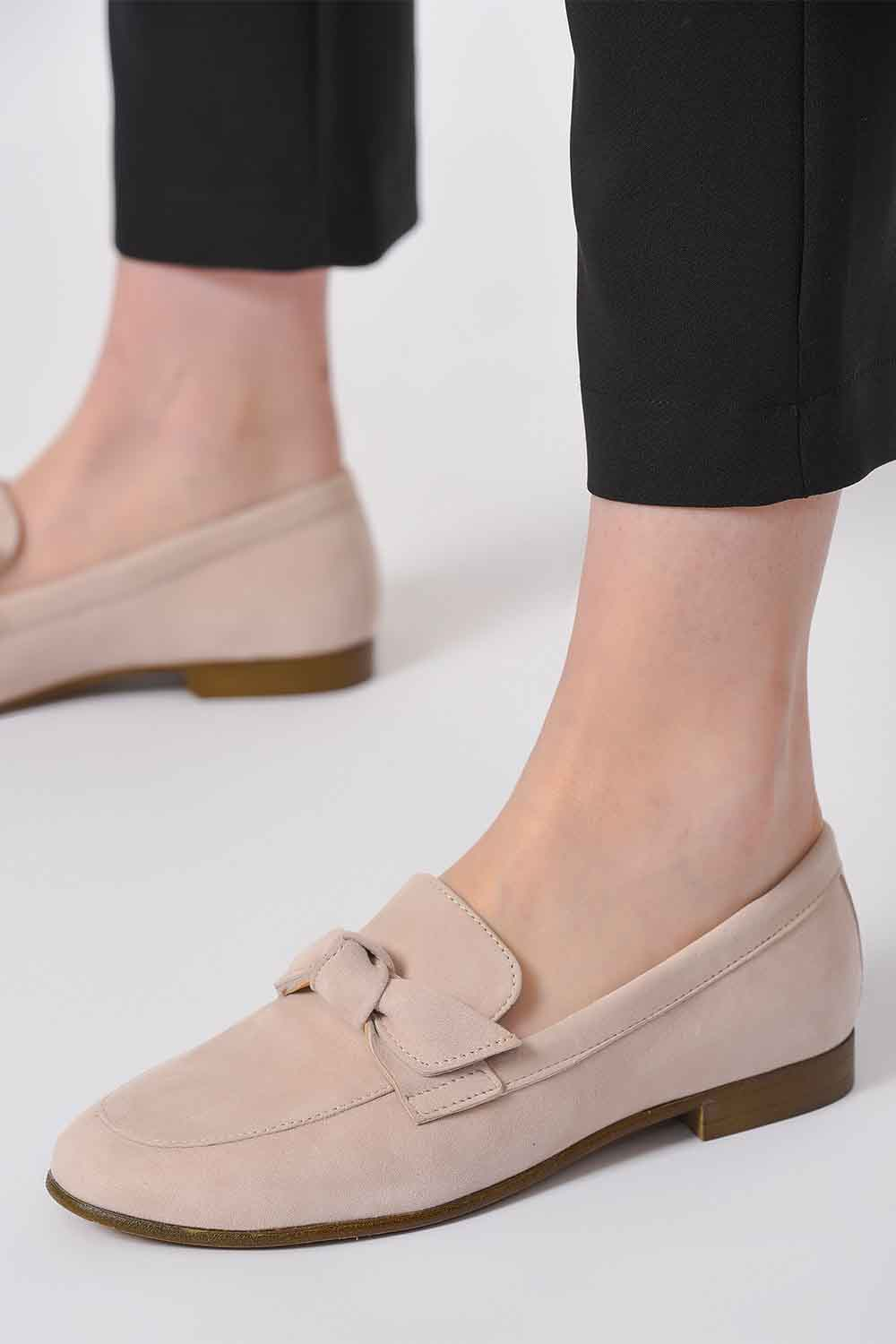 MIZALLE Suede Bow Leather Moccasins (Powder) (1)