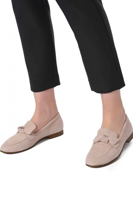 MIZALLE Suede Bow Leather Moccasins (Powder)