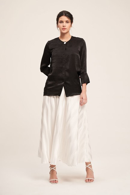 Mizalle - Süs Düğmeli Bluz (Siyah)
