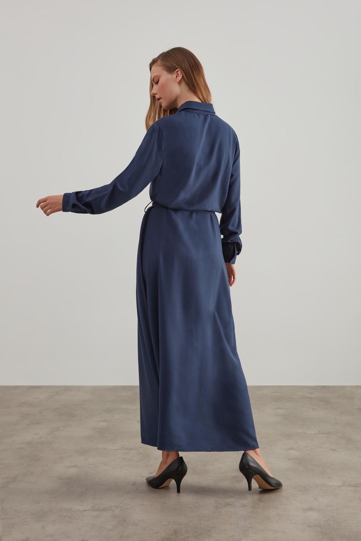 Tam Düğmeli Kemerli İndigo Elbise
