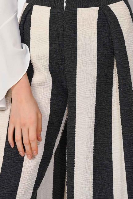 MIZALLE - Striped Trousers (Black/White) (1)