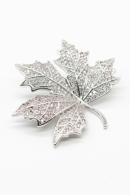 MIZALLE - Stoned Leaf Brooch (Grey) (1)