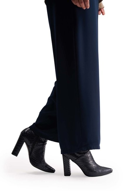أحذية نمط التمساح (الأزرق الداكن) - Thumbnail