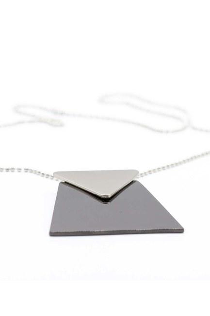 قلادة ثلاثية الشكل( أسود) - Thumbnail