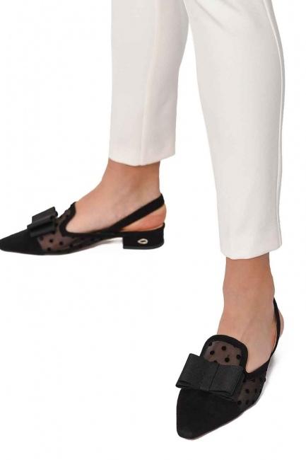 MIZALLE - حذاء من جلد الغزال مع تفاصيل تول (أسود) (1)
