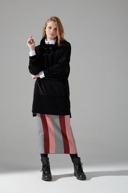 Mizalle - Uzun Kadife Sweatshirt (Siyah)