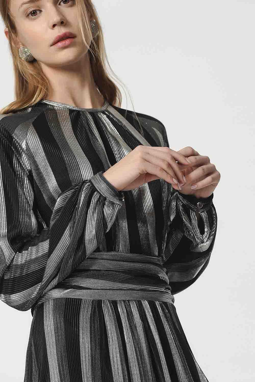 MIZALLE Varaklı Elbise (Siyah) (1)
