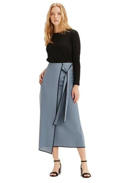 MIZALLE Side-Belted Skirt (Indigo)