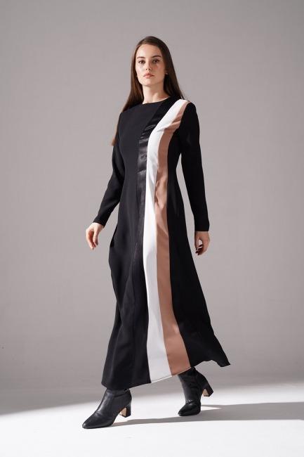 Mizalle - Yanı Üç Şeritli Siyah Elbise