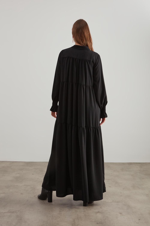 Yarım Patlı Kuşaklı Siyah Elbise