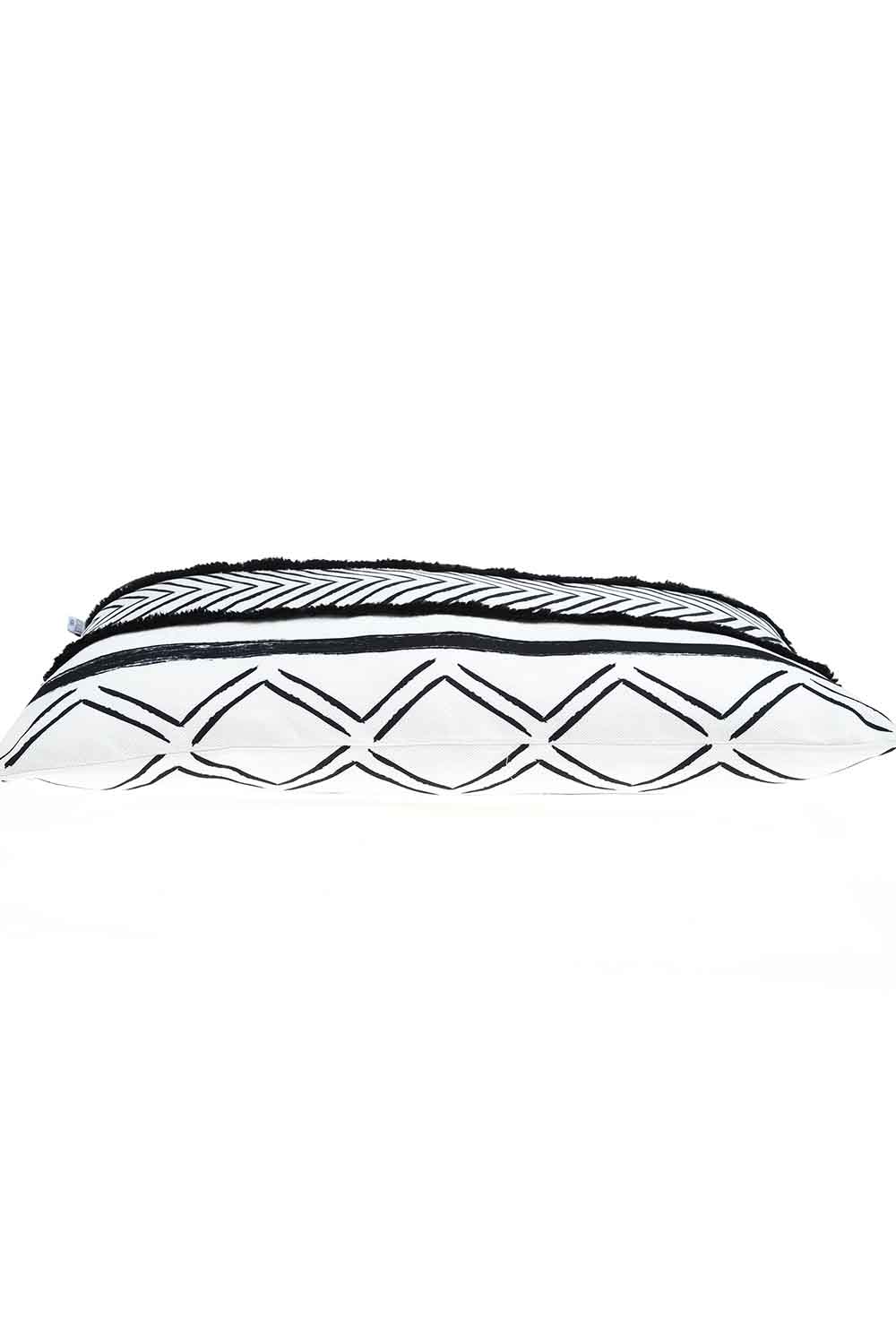MIZALLE Pillow Case (Zigzag) (1)