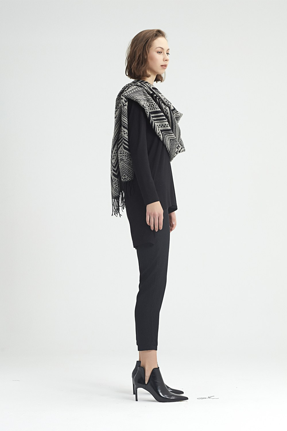 MIZALLE Zig Zag Patterned Shawl (Grey) (1)